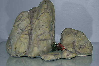 Large Aquarium Light Coloured Detailed Rock Cluster Ornament 28.5 x 13.5 x 18 cm
