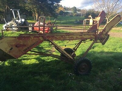 New holland 471 hay loader square bales