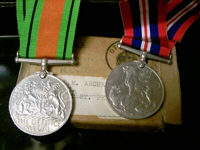WWII Medals in original box - Very good - free post uk