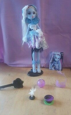 �� MH 12  �� Monster High Kostümparty Abbey Bominable