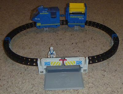 Rokenbok RC Classic Monorail with Crossing & Driver Legacy track