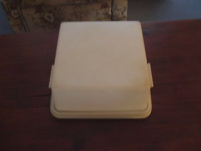 tupperware square cake taker    vintage here