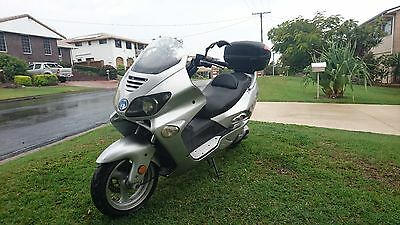 250cc scooter with removable surfboard rack