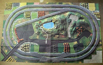 Fold-out road / track layout for model cars / trains; Size 1.6m x 1m