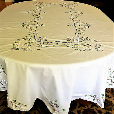 Vtg-Tablecloth Christmas 100 x 70 Oval Poinsetta-Applique-Embroid-Excellent