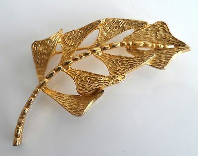 Vintage 1970s Gold Tone RETRO Bark Effect Abstract Leaf Brooch