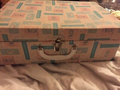 Vtg 1950's RARE SUIT CASE ~ TRUNK ~ BOX for your TINY TEARS DOLL & CLOTHES