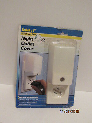 VTG Estate Retro NIP NOS Safety 1st Electrical Security Night Light Outlet Cover