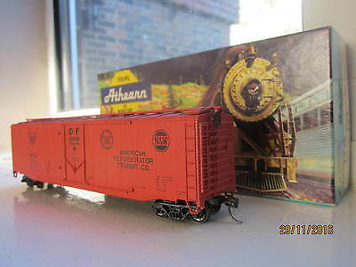Atherne 50' reefer railroadcar in  HO scale with original box. Great condition.