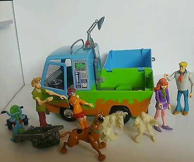 Scooby Doo Ghost Patrol Van and 7 Figures