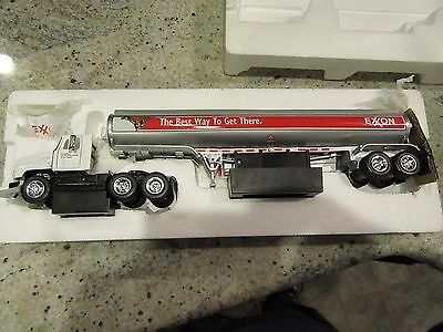 2000 Exxon Premier Die Cast Collectible Tanker Truck  J