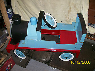 vintage pedal  childs train in thomas the tank colours. in vgc.collection only.