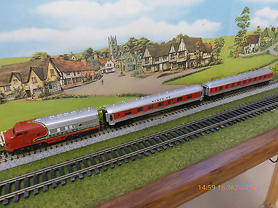 Lima 'n' Sante Fe Diesel Loco With 2 Sante Fe Coaches - Unboxed