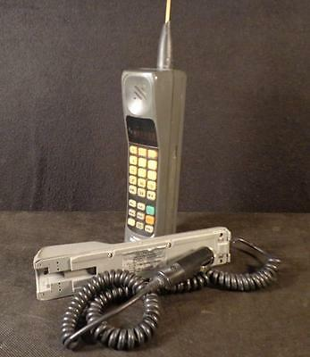 Vintage 1980'S MOTOROLA BRICK CELL PHONE, BATTERY & CAR CHARGER GREAT LOT