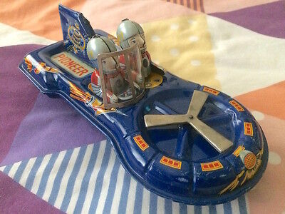 UNUSUAL 1960s PIONEER NO 7 TIN FRICTION SPACE CAR TOY & 2 SPACEMEN JAPAN EXC!!!