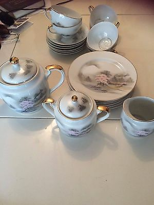 Japanese Kutani Hand Painted 21 Piece Tea Set In Excellent Condition.