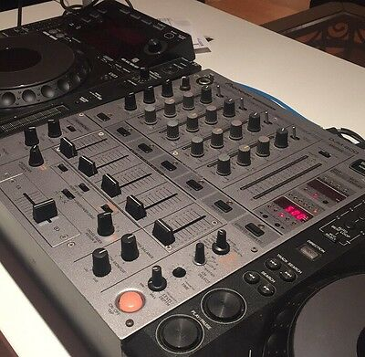 Pioneer DJM600 DJ Mixer for Turntables MINT LIKE NEW