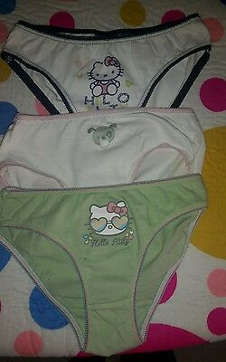 Lot 3 culottes fille 4 / 5 ans hello kitty. . .