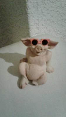 Pigtails pig with shades sunbathing ornament