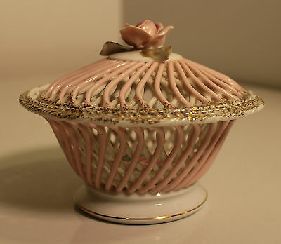 BEAUTIFUL Vintage Reticulated Woven Porcelain Hand Painted Trinket Box