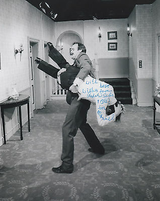 ANDREW SACHS Signed 10x8 Photo MANUEL in FAWLTY TOWERS COA