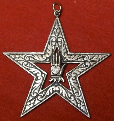 Vintage IOOF ODD FELLOWS STAR MEDALLION w/ Heart in Hand in Centre