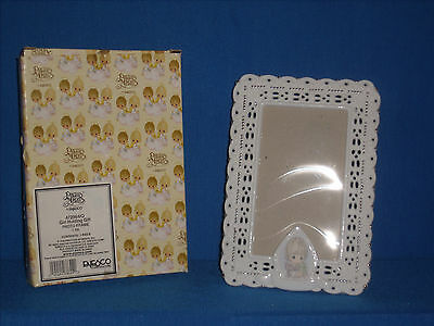 **CLEARANCE** Precious Moments Girl Holding Gift-Photo Frame-Porcelain  (F16-5)