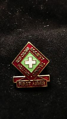 vintage collectable Red Cross first aider enamel badge
