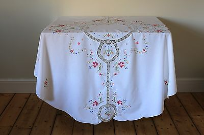 Vintage White Circular Tablecloth Floral Hand Embroidered Crochet Lace Roses