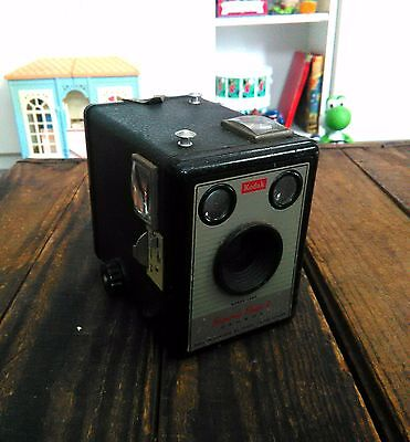 Vintage Kodak Brownie box camera Brownie Flash ll Made in England Untested