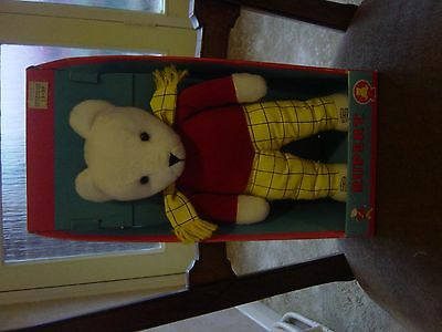 Boxed Golden  Rupert  Bear ! 1992 ! Unclipped Annual 1992 ! And Metal Badge !