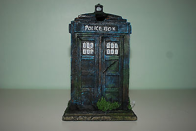 Stunning Small Aquarium Old London Police Box 11 x 10.5 x 17. cms For Aquariums