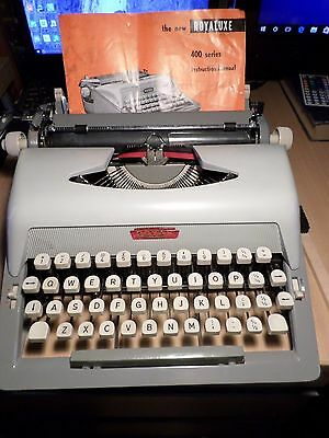 ROYAL ROYALUX 425 manual portable  Typewriter Fully Working Vintage with case
