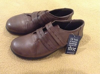 Ladies  Pavers Tan Leather Shoes size 5 (New)