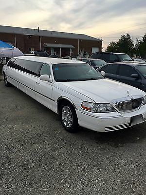 2007 Lincoln Town Car  stretch limousine
