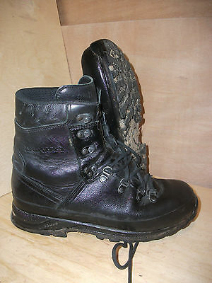 Size 9 genuine black goretex lowa boots with vibram soles! very good condition!