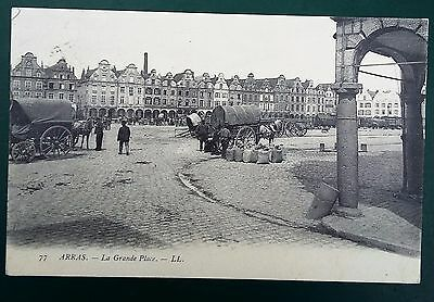 CPA animée ARRAS (62) - La grande place