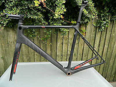 Canyon Ultimate CF SLX Large size Stealth / Red Color