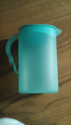 Tupperware impressions 2.1L 8 3/4 cups oval pitcher Rocker top green (3333 B- 2