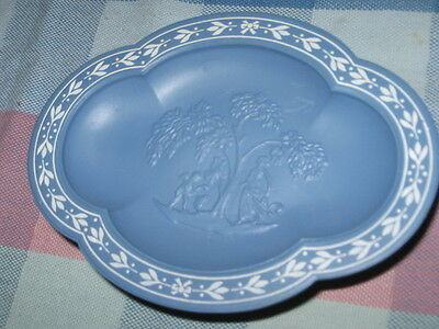 Blue Avonshire Footed Soap Dish Avon 1972 NEW Old Stock Faux-Wedgwood