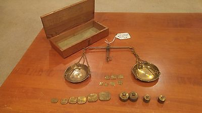 Vintage jewelers/ gemologist box / Balance Scale with weights