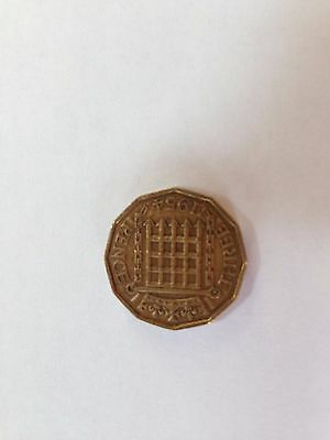 Old British Elizabeth Ii Brass 3 Pence Coin Dated 1954