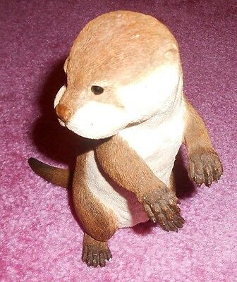 Country artists otter sitting ornament