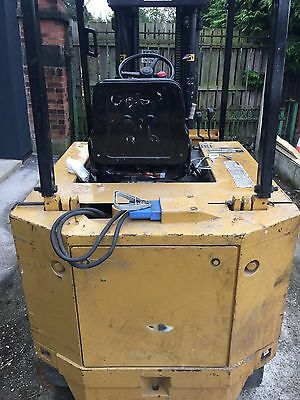 Caterpillar 2.5 Ton Forklif With Tripple Mast. Full Working Order Good Battery