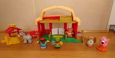 Fisher Price Little People Drummer Boy Stable and 6 animals and little people