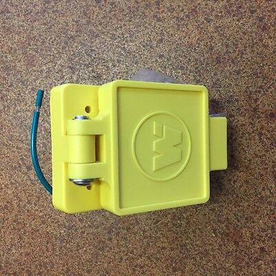 Wood head 15A125V Weatherproof male Outlet Cover w-Device 59W47