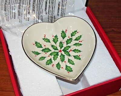 NEW Lenox Holiday Christmas Holly Berries Archive Heart Candy Dish Gold Trim