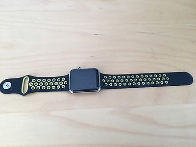 Black/Yellow Nike Style Silicone Sports Band For Apple Watch 42mm