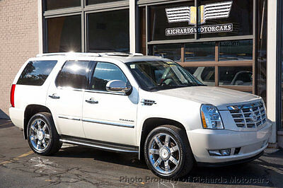 2011 Cadillac Escalade AWD 4dr Luxury Heated and Cooled Leather Seats  Navigation  Back Up Camera Moonroof  Bose Sound