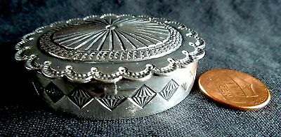 Sterling NAVAJO BOX PILLBOX 41.1 Grams Silver Vintage Oval *2.2 x 1.8 x 0.5 Inch